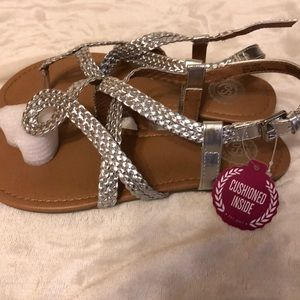Girls size 4 silver sandals with cushioned inside